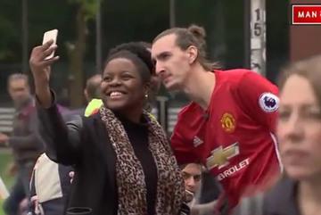 Fan nữ phát cuồng khi chụp ảnh cùng CĐV giống hệt Ibrahimovic