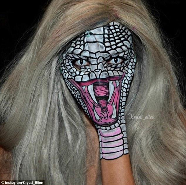 Clip cô gái xinh đẹp biến mình thành rắn quỷ gây choáng