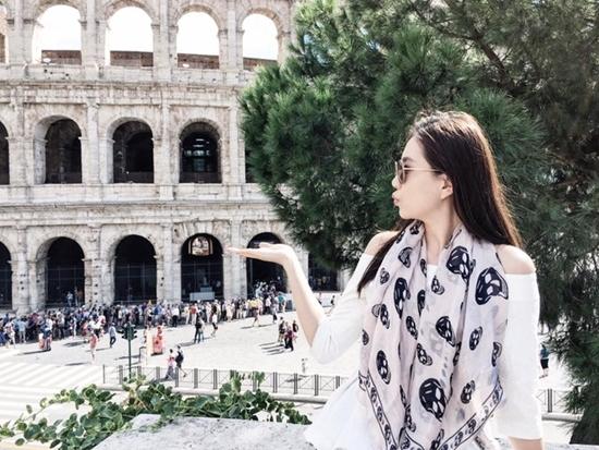 Cô gái thời tiết Mai Ngọc khoe ảnh cưới du hí châu Âu