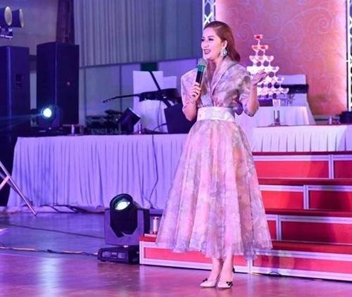 Chí Anh cầu hôn vợ trong tiệc cưới, Hà Tăng tình tứ bên ông xã