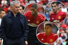 """Mourinho thẳng tay """"trảm"""" 2 học trò chơi tệ"""