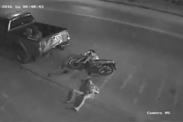 Tai nạn thảm khốc của 2 thanh niên và sự thờ ơ của mọi người