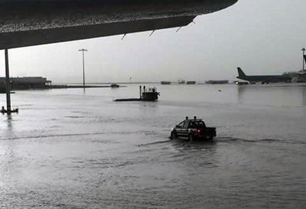 sân bay quốc tế, sân bay Tân Sơn Nhất, sân bay quá tải, ngập
