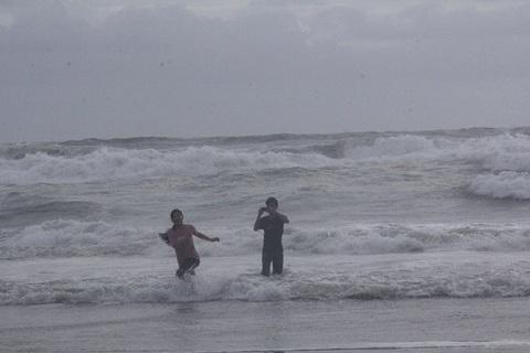 Giỡn sóng ở Đà nẵng