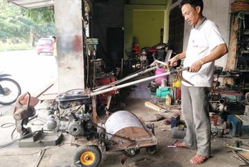 Lão nông 'biến' sắt vụn thành chiếc máy có '1 không 2', kỹ sư ngã mũ