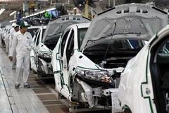Ô tô đồng loạt tăng giá 100 triệu: Không kịp trở tay