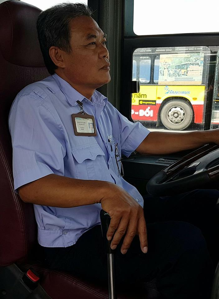 Hành khách giập ngón tay, tài xế xe buýt gãy răng cửa