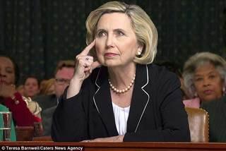 Ngắm bản sao giống Hillary tới 99%