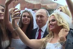 Putin bị hàng loạt cô dâu 'bao vây'