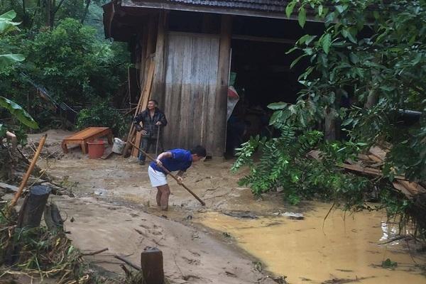 Lũ cuốn 4 người, hơn 50 nhà, trường học chìm trong bùn