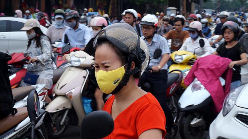 giao thông Hà Nội, ùn tắc nghiêm trọng, ô tô dàn hàng ngang, ô tô lấn làn, Hà Nội, vượt đèn đỏ, giao thông sài gòn