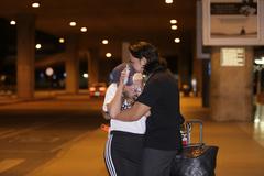Thanh Hà hôn bạn trai kém 12 tuổi ở sân bay