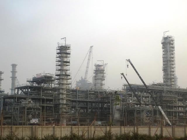 Công ty lọc hóa dầu Nghi Sơn súc đường ống thải ra biển
