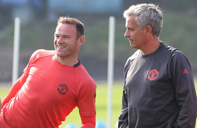 """Mourinho """"phế"""" Rooney cùng hàng loạt ngôi sao MU"""