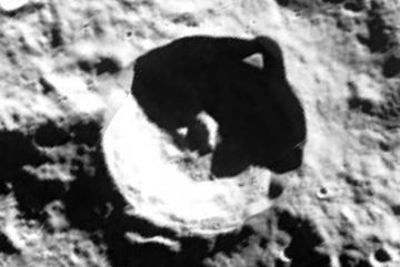 Phát hiện căn cứ khổng lồ người ngoài hành tinh trên Mặt trăng?