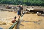 Tan hoang sau lũ quét 100 năm chưa từng có