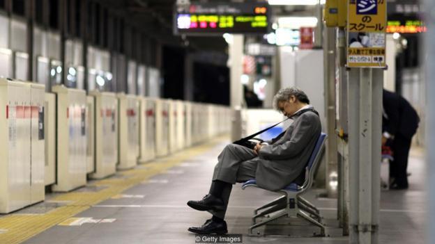 Chết vì làm việc quá sức: Nhìn người Nhật mà hãi