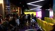 Người Việt xô đẩy, giành chỗ mua iPhone 7 ở Singapore