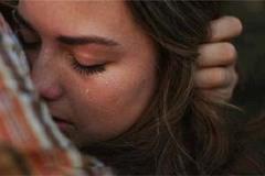 Đêm tân hôn, vợ chồng tôi ôm nhau bật khóc nức nở