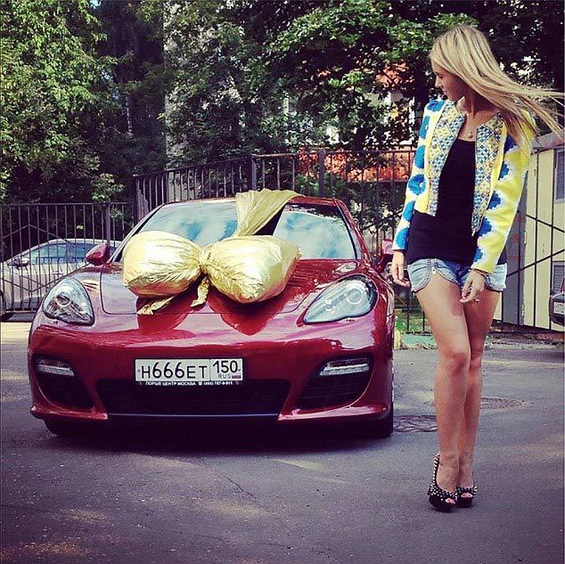 siêu xe, vi phạm giao thông, đánh võng, ái nữ tỷ phú, Moscow, Putin