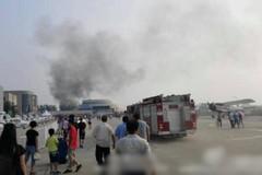 Máy bay Trung Quốc lao đầu xuống đất, nổ tung