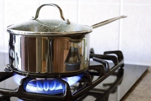 Mẹo hay, bếp gas, tiết kiệm, nấu nướng, nồi nấu, chị em, tiền gas, giá gas, tăng giá, nấu cơm, tuyệt chiêu