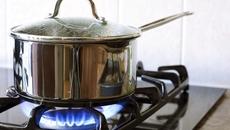 Mẹo dùng bếp gas tiết kiệm bà nội trợ cần biết