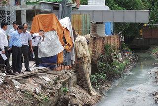 Tân Sơn Nhất ngập nặng do mương thoát nước bị 'bức tử'