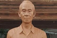 Giáo sư người Mỹ tặng tượng Phạm Xuân Ẩn cho đường sách