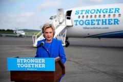 Dù viêm phổi, Hillary vẫn dẫn trước Trump