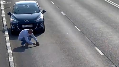 10 clip 'nóng': Phù dâu đột tử vì thi uống rượu