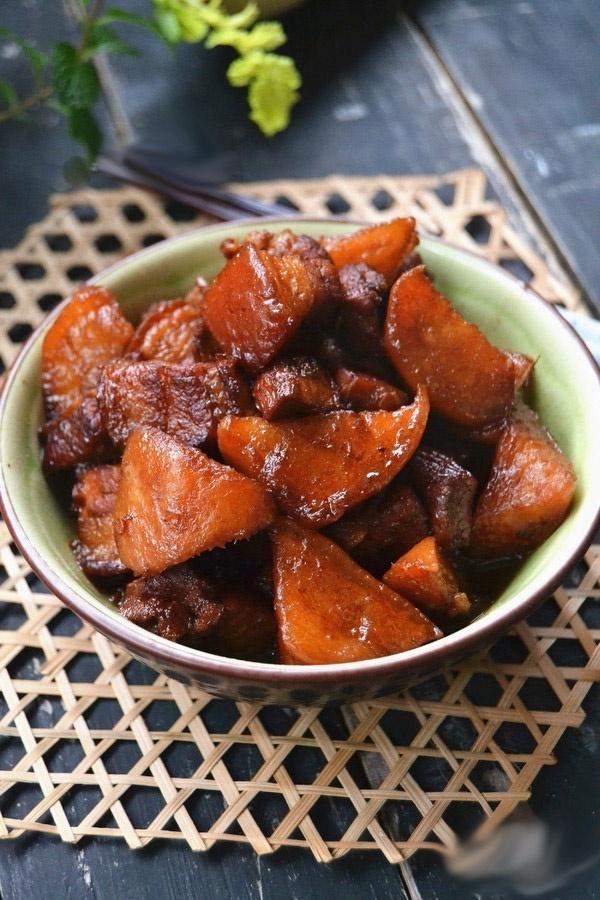 Thực đơn món ngon, Váng đậu cuộn thịt chiên, thịt bò, mực xào, cách làm