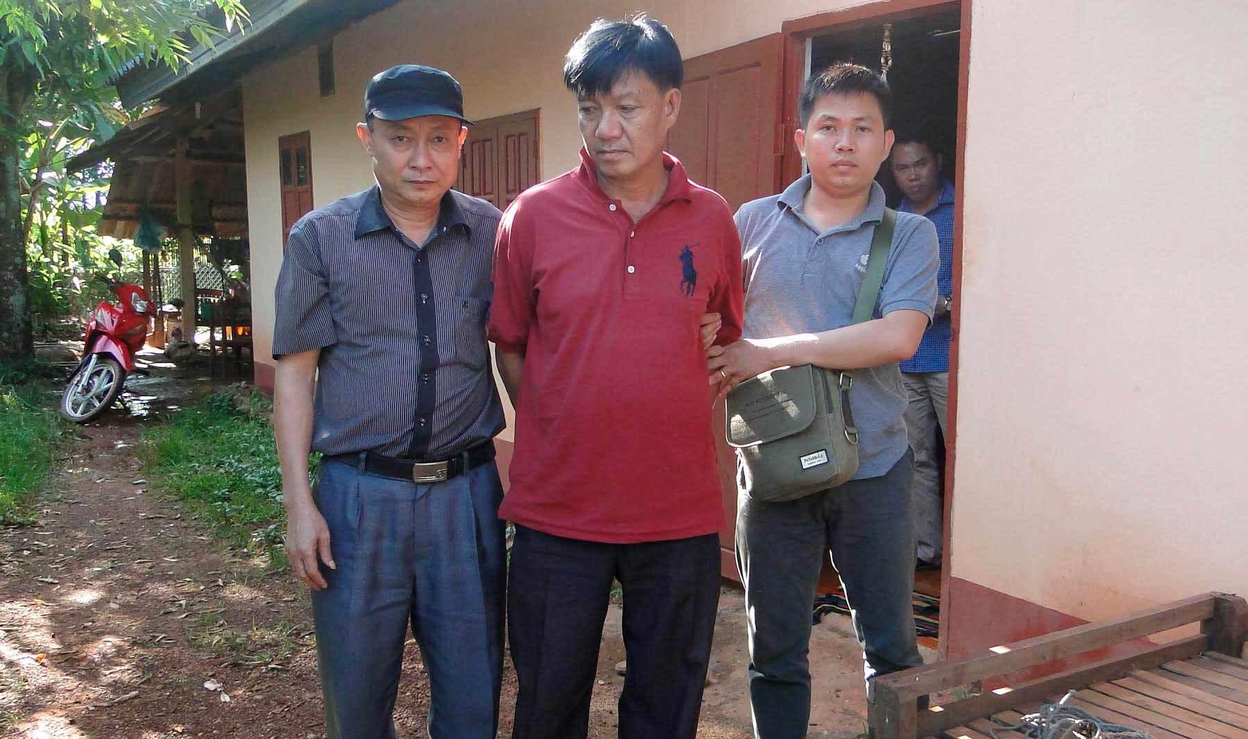 Đối tượng Lào mang 6 khẩu súng AK cho thổ phỉ