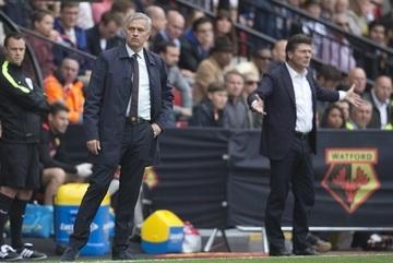 MU thua vỡ mặt: Xấu hổ quá, Mourinho!
