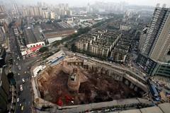 """Những ngôi nhà """"thách thức mọi con đường"""" ở Trung Quốc"""