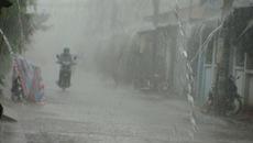 Miền Bắc đón khí lạnh, miền Trung mưa như trút