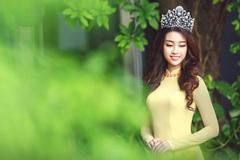 HH Mỹ Linh nổi bật với áo dài vàng, vương miện đính ngọc
