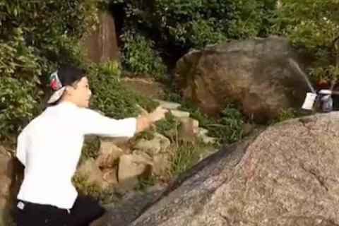 Xem đệ tử Kungfu phi lá bài chém thủng lon bia