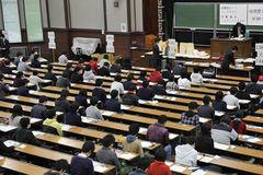Nhật Bản sắp bỏ thi trắc nghiệm trong tuyển sinh