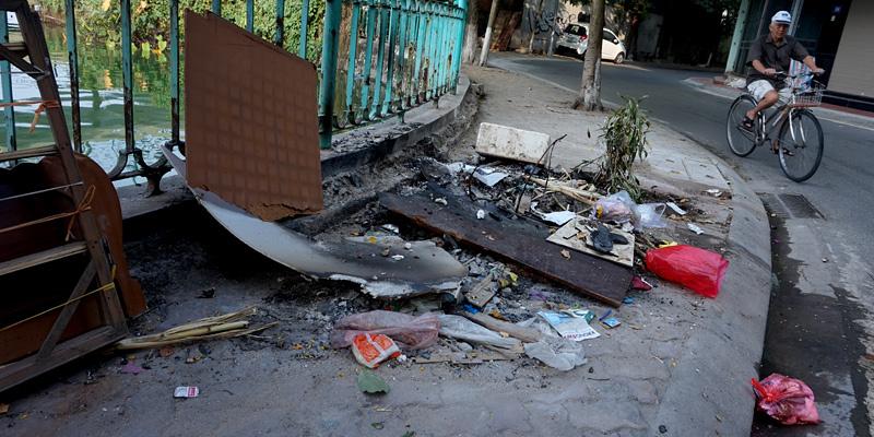 Dân Hà thành bịt mũi tập thể dục, nhắm mắt nhậu trên rác