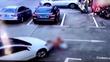 Clip nữ tài xế lao qua 3 đứa trẻ vì mải dùng điện thoại gây sốc