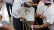 Bố Minh Thuận bật khóc trước giờ tiễn biệt con