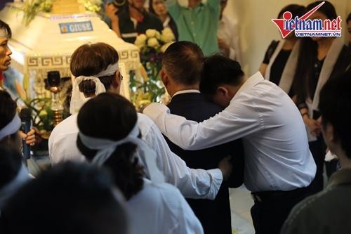 Nước mắt ngày vĩnh biệt ca sĩ Minh Thuận