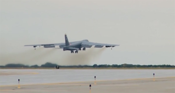 Xem phi đội B-52 Mỹ phô diễn sức mạnh hạt nhân