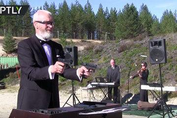 Xem xạ thủ Nga dùng súng chơi nhạc Beethoven