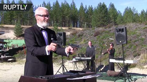 Xạ thủ Nga dùng súng chơi nhạc Beethoven