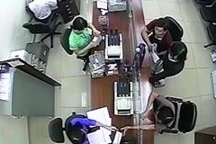 Camera ngân hàng ghi nhận vụ mao danh lừa 3,2 tỷ đồng