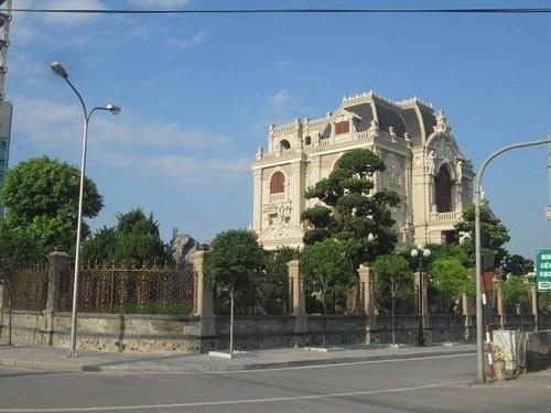 đại gia Việt, biệt thự của đại gia Việt, lâu đài gà vàng