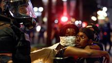 Biểu tình dữ dội ở Mỹ, hàng chục người bị bắt