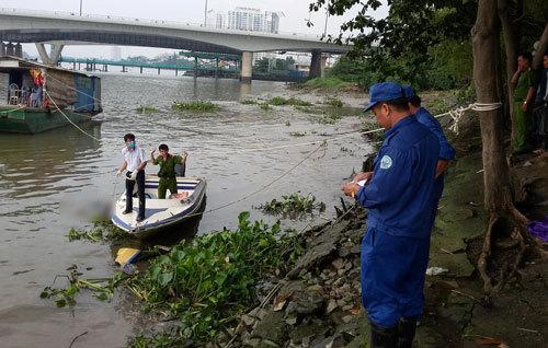 Thi thể thanh niên mang ba lô đá nổi trên sông Sài Gòn